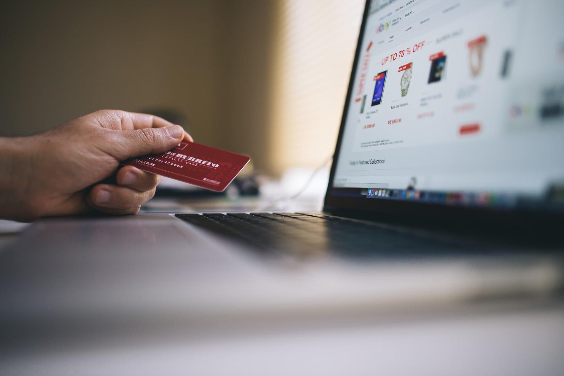 working macbook computer keyboard shopping creditcard 信用卡無法正常順利刷卡消費有哪些原因?