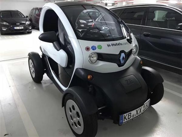 Renault Twizy Vehicle 01 雷諾Twizy充滿電能跑一百公里,一個位子、一個方向盤、一個安全氣囊,只要20萬