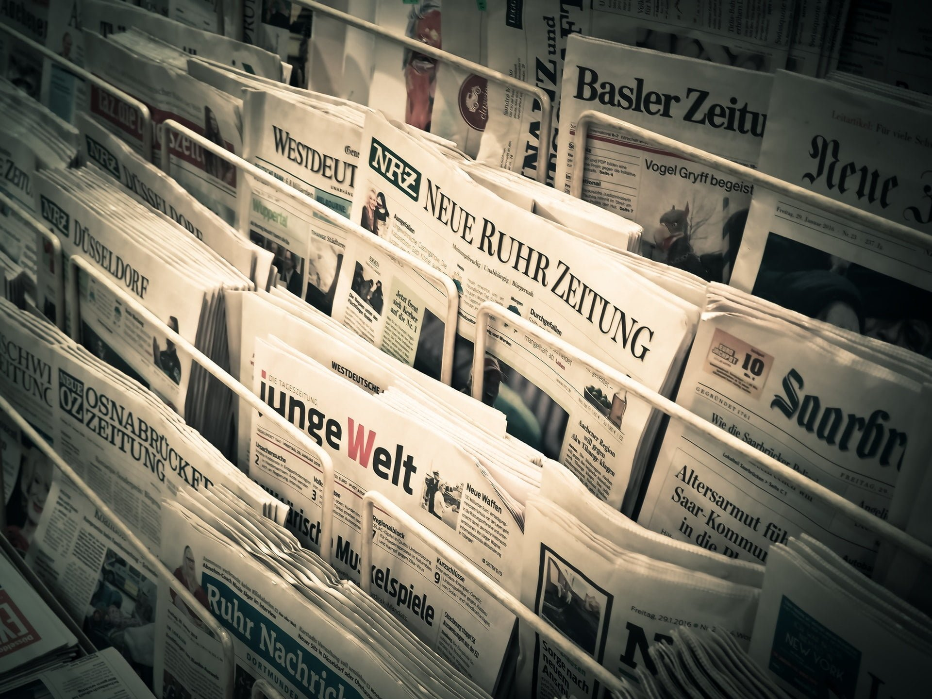administration articles bank black and white News Paper Headlines 如何建立多國銀行帳號,收取日本、美國、中國等國家企業款項?(Payoneer)