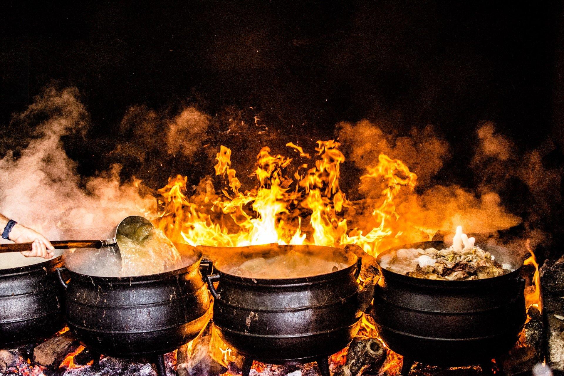Hot Pot black metal cooking wares food kitchen chef 魚丸、貢丸、天婦羅加工食品營養成分(火鍋料)