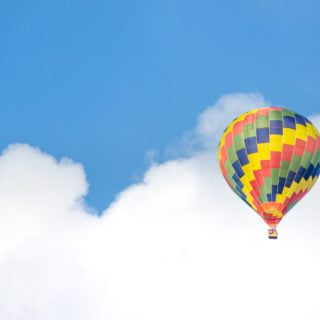 hot air balloon blue sky cloud Should I choose the morning show or the afternoon show for the hot air balloon at Luye Kodai in Taitung?